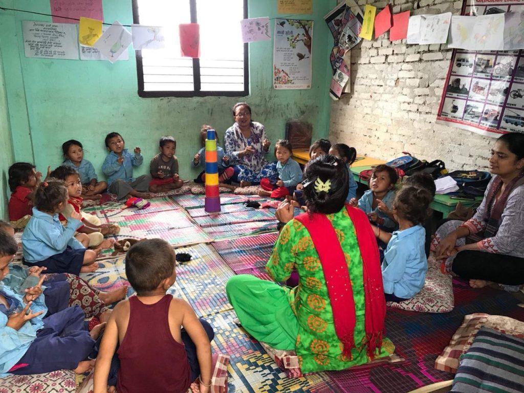Classe de maternelles à Dhading