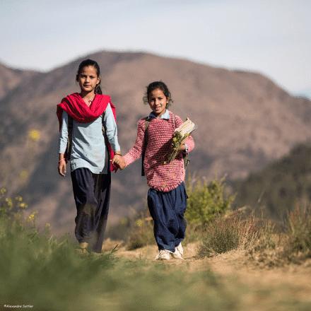 Au Népal, on s'interroge sur le poids des cartables