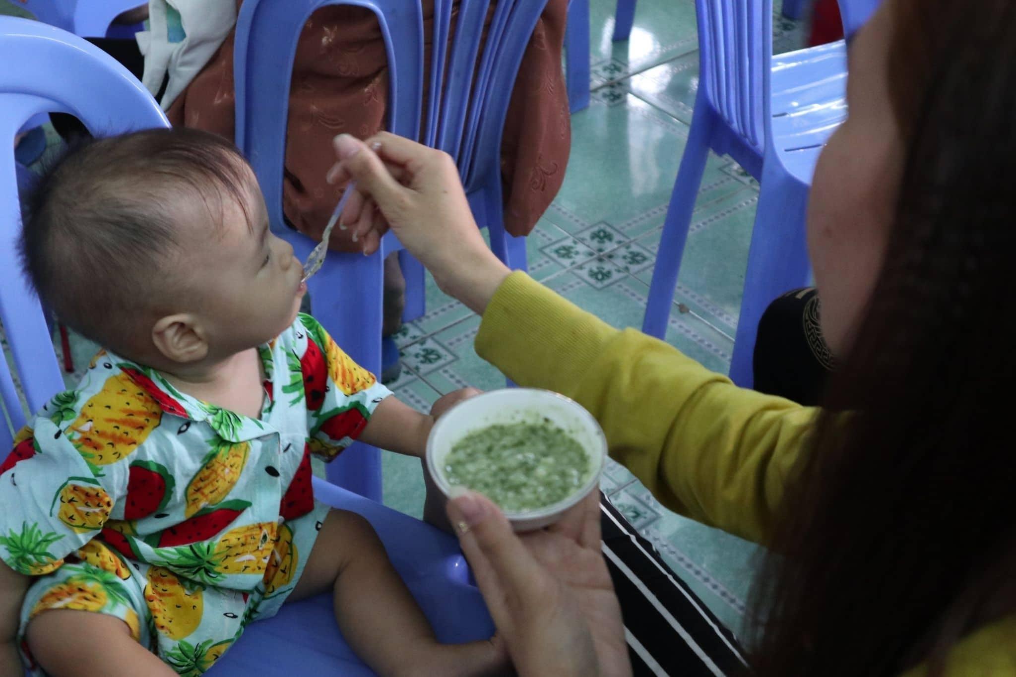 Un bébé suivi dans les ateliers nutrition organisés par Planète Enfants & Développement